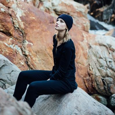 Le Germain - Bonnet en côtes perlées de laine bleu marine